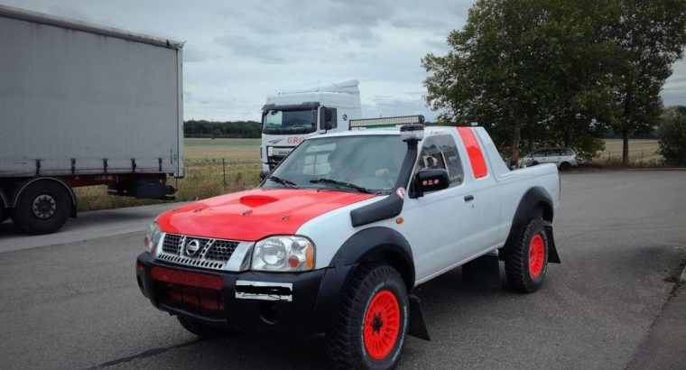 Nissan Navara pick up rallye raid
