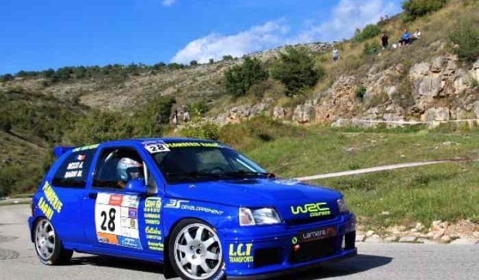 Clio F2000 240cv + remorque