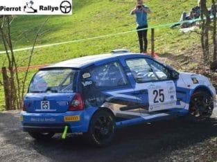 Clio f2000 A finir